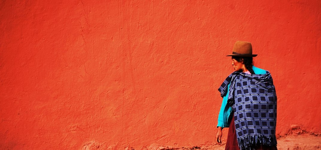Quechua woman out for an afternoon stroll. Credit: Lola Akinmade