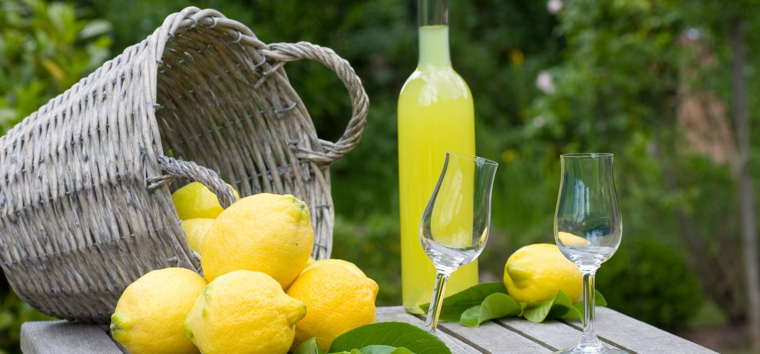 Lemons and the traditional limoncello aperitif
